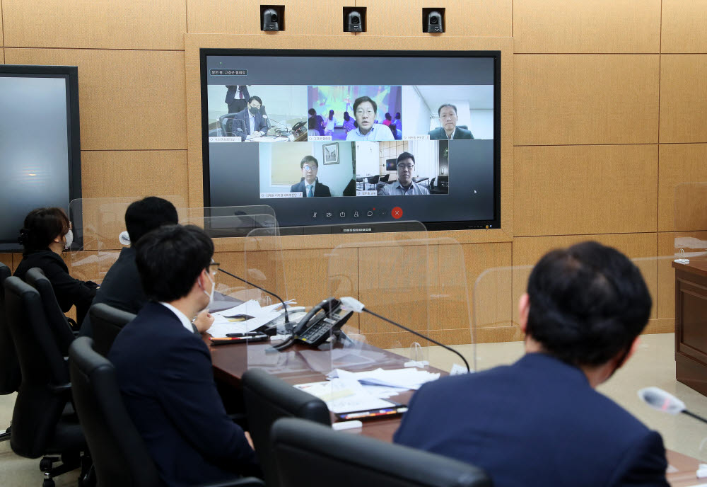 국회 디지털 대혁신을 위한 온택트 전문가 간담회가 시스코 웹엑스 기반으로 개최된 모습. 국회 홈페이지
