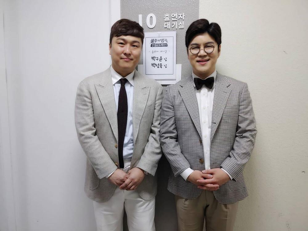 형 박정욱 작곡가(왼쪽)과 함께하고 있는 박구윤의 모습. (사진=박구윤 페이스북 발췌)