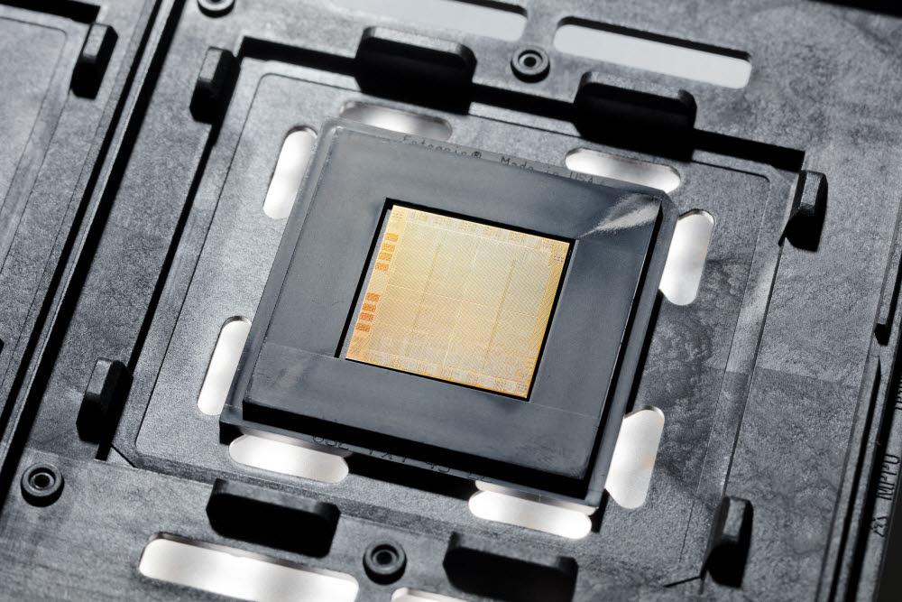 삼성 파운드리에서 생산하는 IBM 파워10 CPU<사진=IBM>