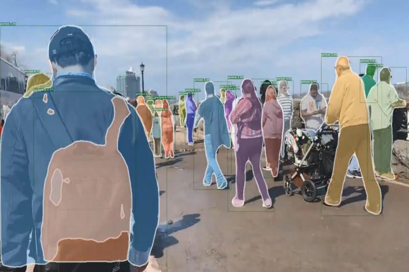 ETRI 연구진이 개발한 시각지능 기술로 영상 속 사람 부분을 정확하게 인식하는 모습.