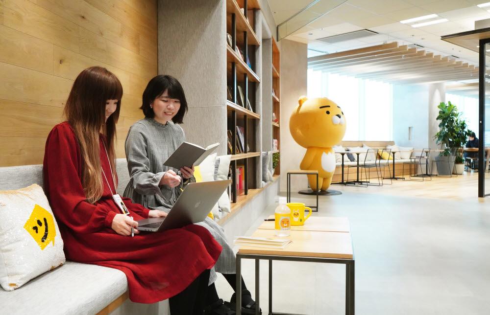 픽코마는 올해 8월 일본 양대 앱마켓(애플 앱스토어, 구글 플레이스토어) 비게임 부문 통합 매출 1위에 올랐다. 카카오재팬 사무실 전경. 사진=카카오