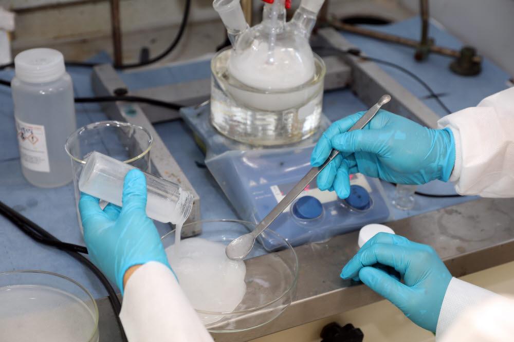 원자력연이 개발한 새로운 하이드로겔 기반표면제염코팅제.