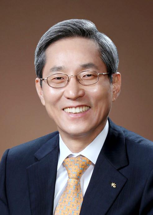 '조용한 리더십' 윤종규 KB금융지주회장, 이변 없이 3연임 성공