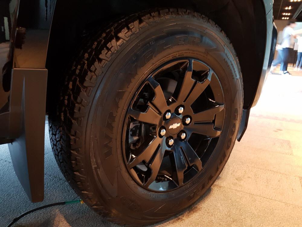 리얼 뉴 콜로라도 Z71-X 미드나잇 에디션 올 터레인 타이어