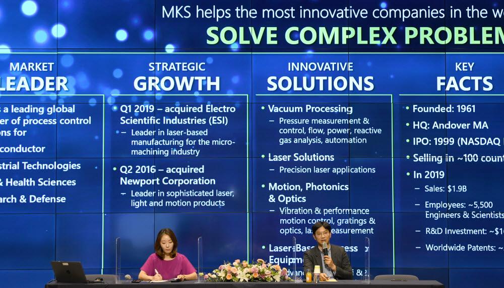 정재철 MKS 파워솔루션즈아시아 상무가 자사 RF 플라즈마 기술을 발표하고 있다.