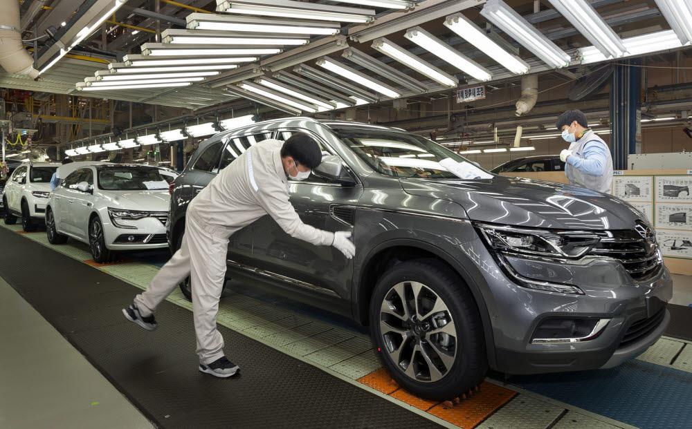 르노삼성차 부산공장에서 QM6를 생산하고 있다.
