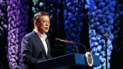 디지털뉴딜문화콘텐츠산업 전략보고회서 발언하는 문 대통령