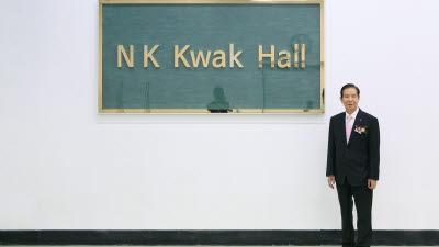 한미반도체, 5G 통신칩 EMI 실드 장비 생산 라인 'N K Kwak 홀' 열어