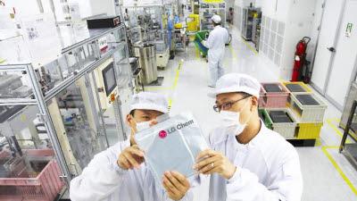 LG화학, KWh당 100달러 미만 배터리 내년 출시…파우치형 첫 구현
