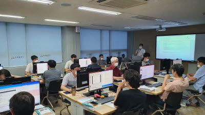 경남도, 스마트제조혁신 이끌 AI·블록체인 인재 4000명 양성