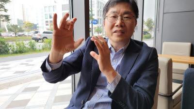 [人사이트]이덕희 KAIST 교수, '지극한 정성으로 이론과 실제 겸해야 혁신 가능'