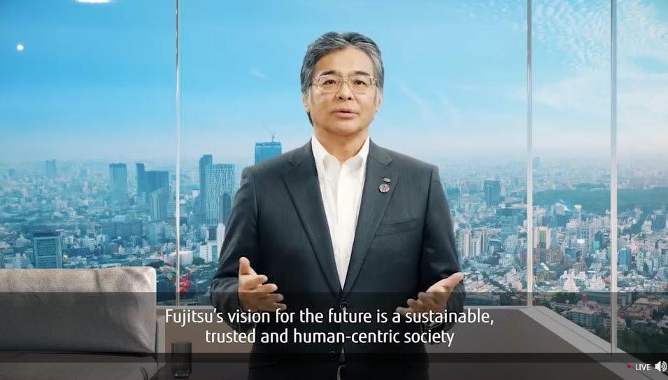 타카히토 토키타 대표가 온라인으로 개최된 후지쯔 포럼에서 후지쯔의 미래 비전을 전하고 있다.