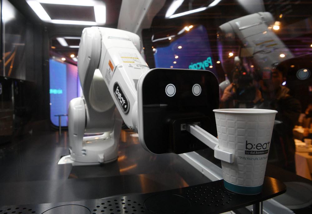 로봇카페 비트 2세대 모델 이동근기자 foto@etnews.com