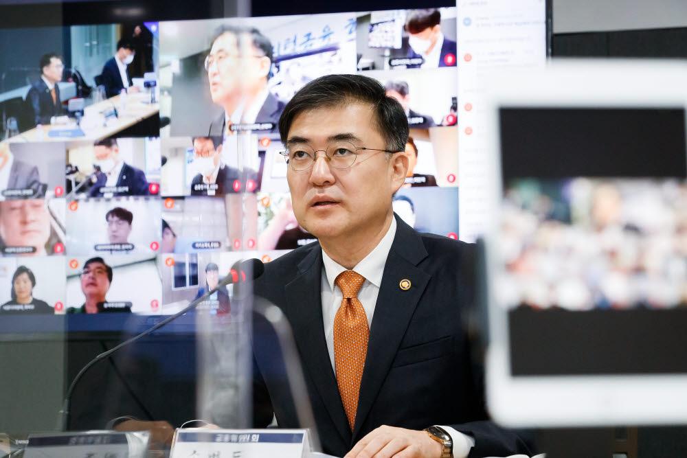 손병두 금융위 부위원장이 21일 서울 마포구 프론트원(Front1)에서 열린 디지털금융 협의회에 참석해 모두발언을 하고 있다.