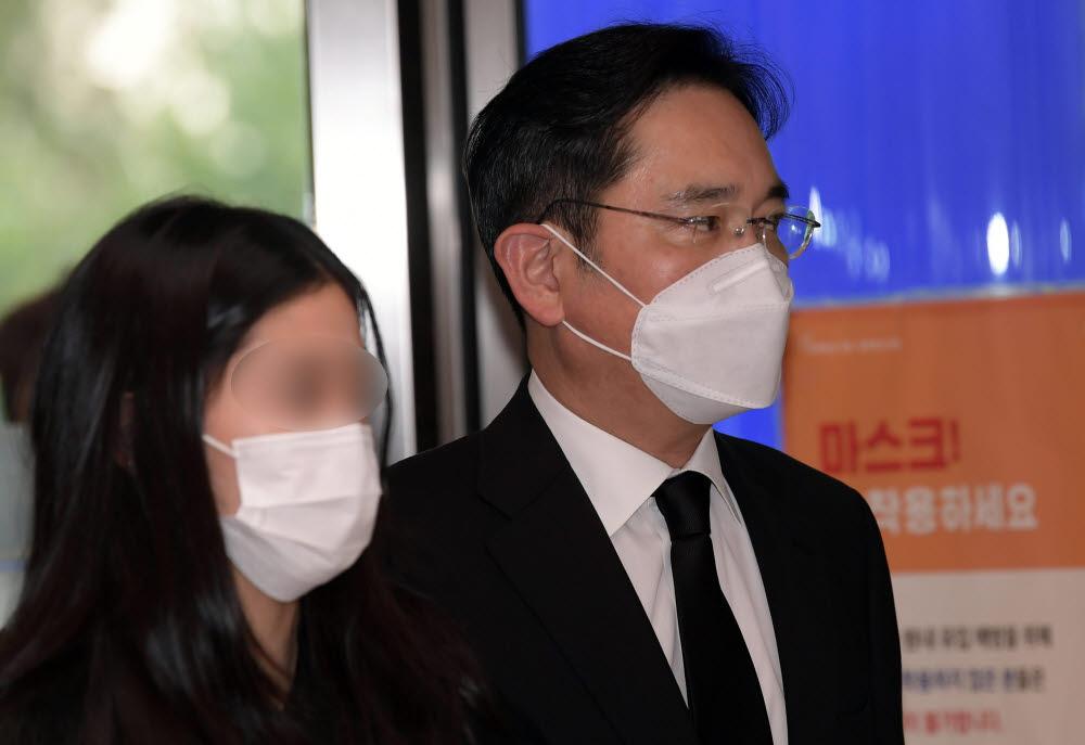 [이건희 회장 별세] 상속세만 10조원...배당확대 기대감에 웃는 삼성그룹株