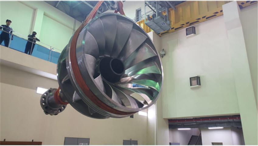 최근 100% 국산화 개발에 성공한 50메가와트급 수차 러너의 실증을 위해 한국수자원공사가 합천수력발전소에 지난해 6월 설치했다.
