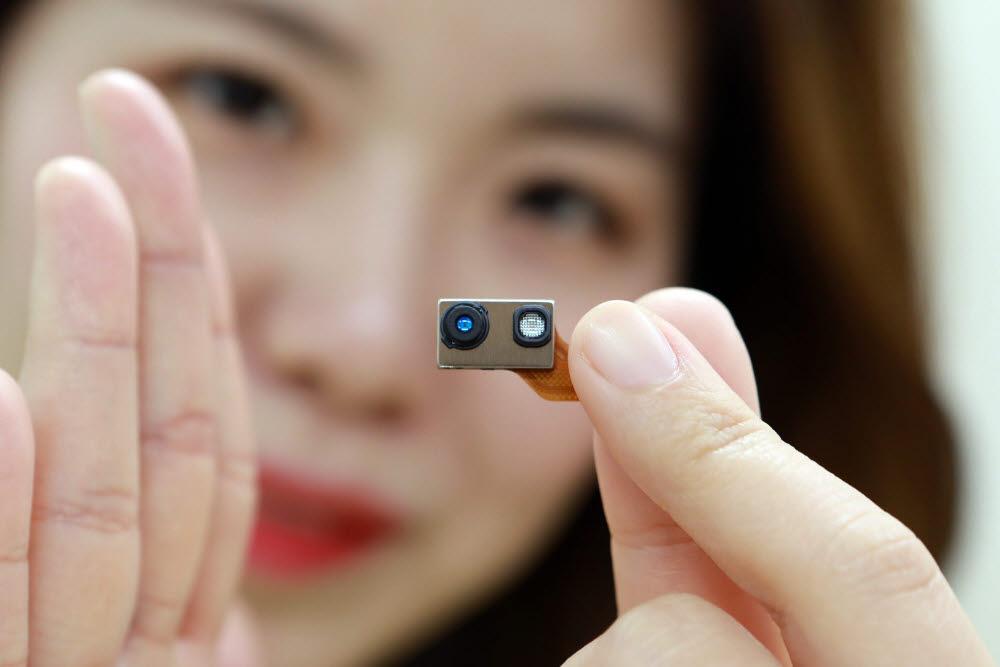 LG이노텍 TOF 모듈. 스마트폰, 태블릿 등에 모듈이 탑재돼 3D 센싱을 가능케 한다.<사진=LG이노텍>