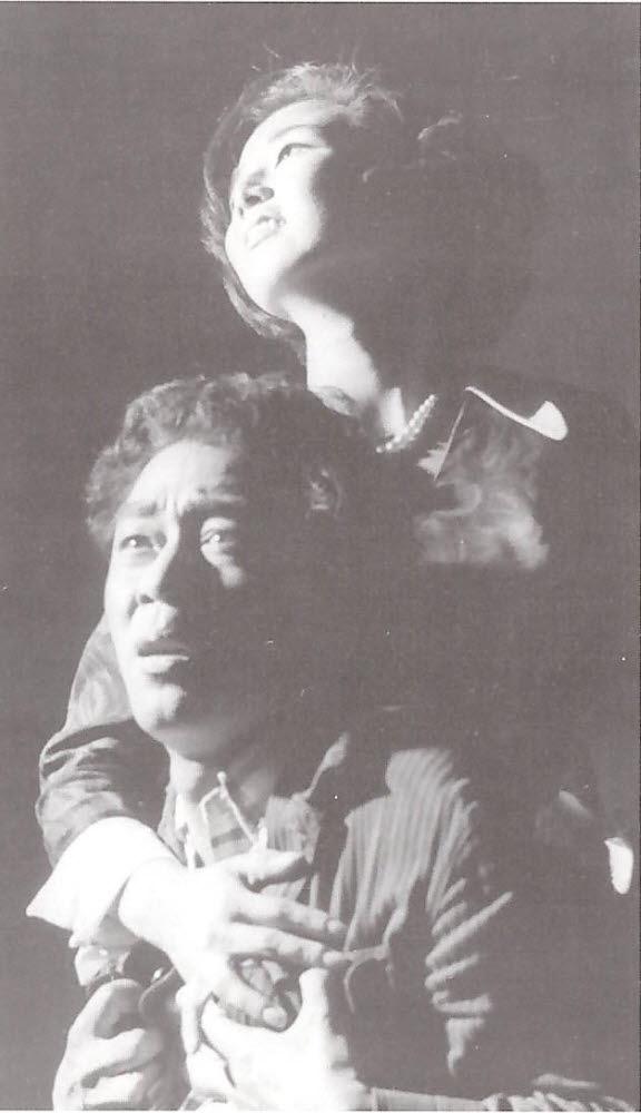 연극 동거인(1969) 당시의 모습. (사진=도서 정욱 배우인생 60년(출판사 동행) 발췌)