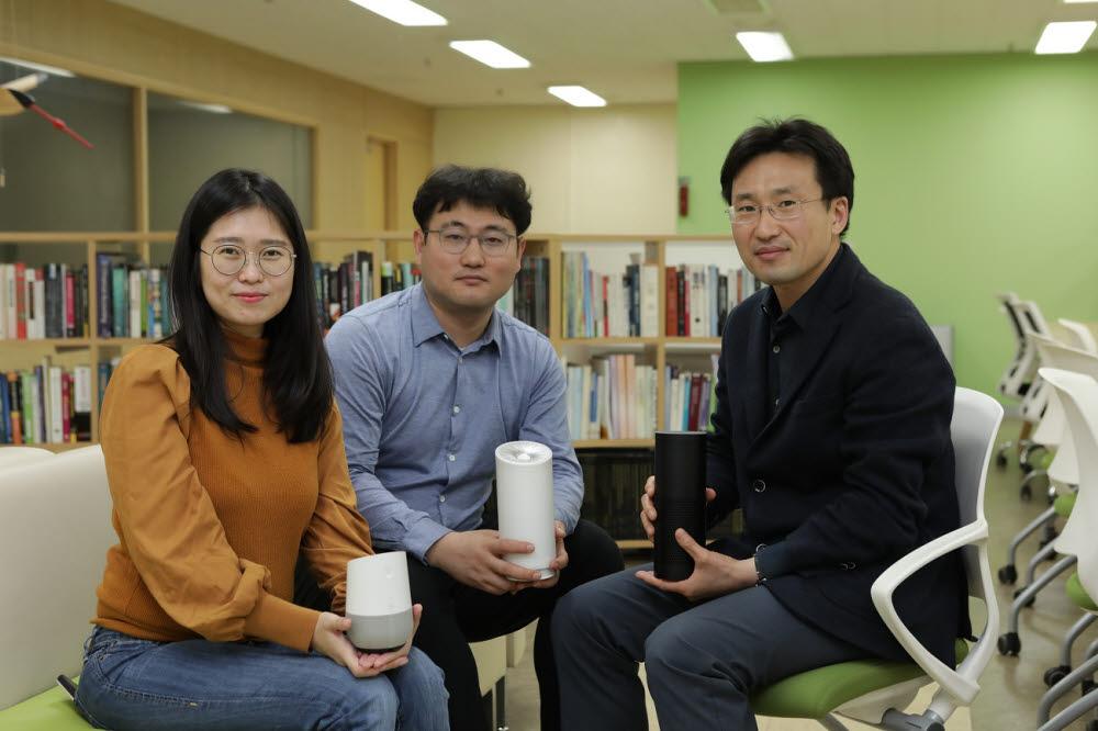 참여 연구진. 사진 왼쪽부터 차나래 제1 저자, 김아욱 강원대 교수, 이의진 KAIST 교수