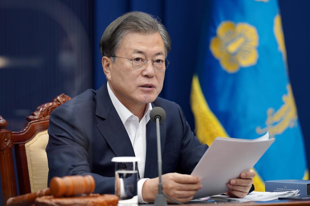 문재인 대통령이 3일 오전 청와대에서 국무회의를 주재하고 있다. 연합뉴스