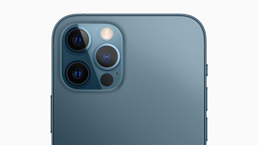 트리플 카메라와 TOF로 구성된 아이폰12프로.<사진=애플>