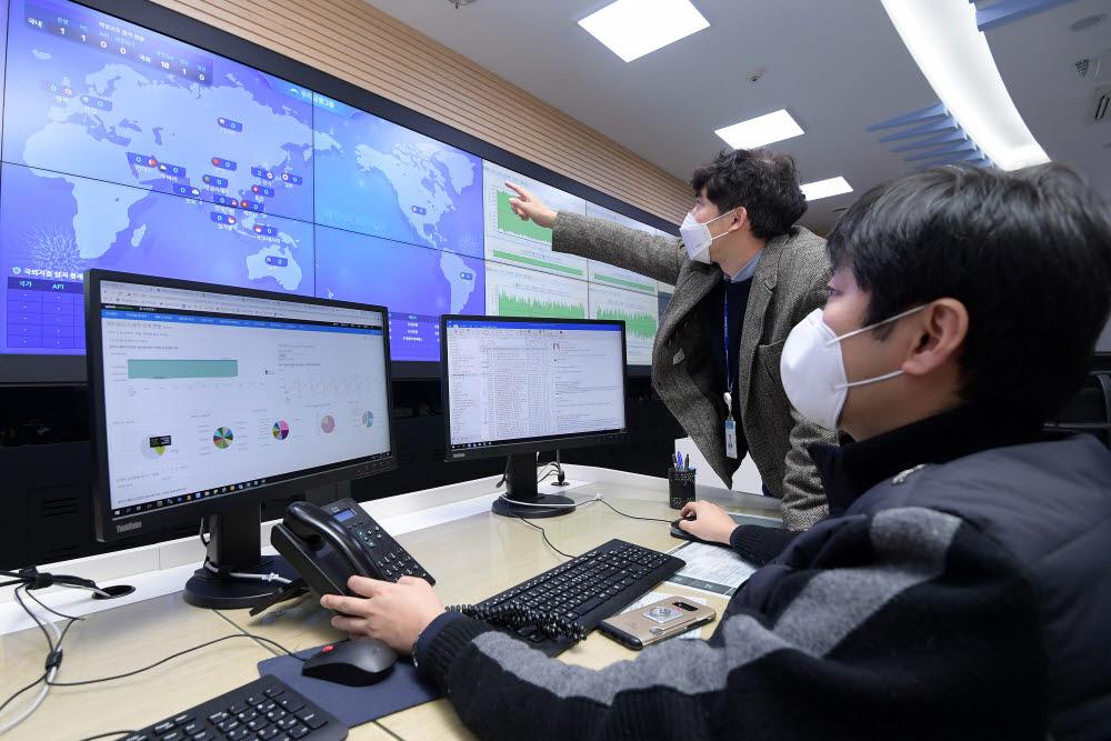금융보안 'K-사이버방역' 이제 세계로...해외 수천개 지점도 비대면 보안체계 적용