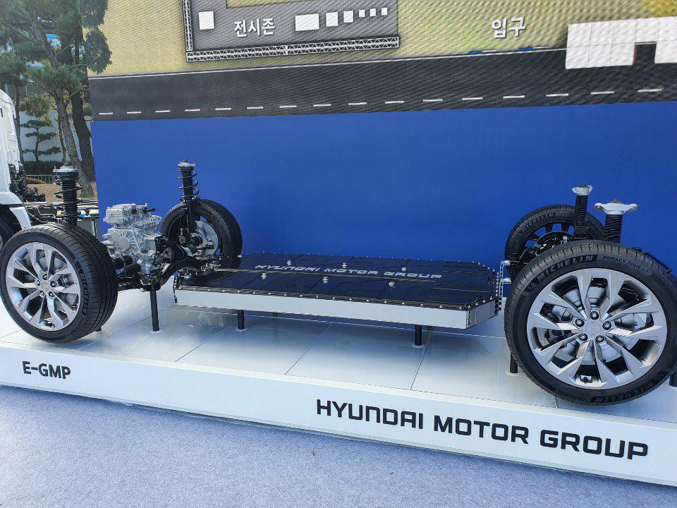 현대차가 지난 10월 30일 문재인 대통령이 울산공장을 방문한 자리에서 처음 공개한 전기차 전용플랫폼 E-GMP.