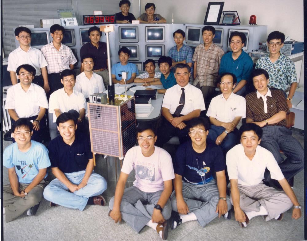 KAIST 인공위성연구센터 연구진과 우리별 1호