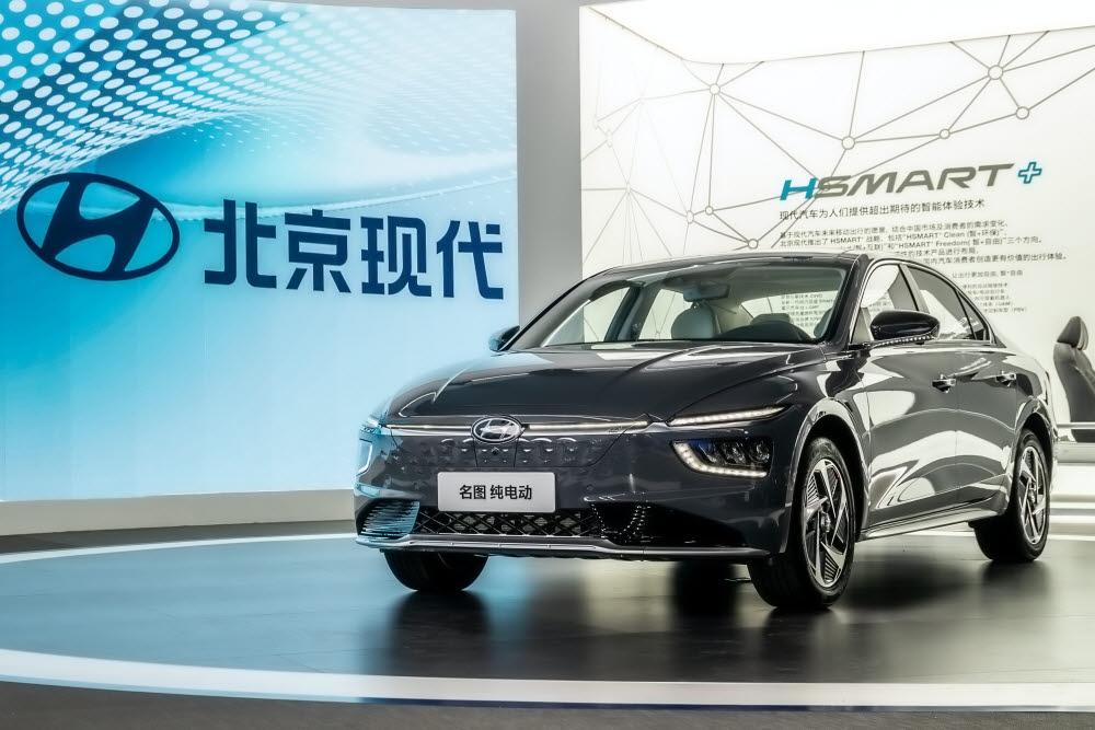 중국 현지 전략 중형 세단 밍투의 전기차 모델 밍투 일렉트릭.