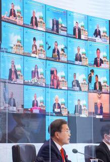 문재인 대통령이 20일 오후 청와대에서 열린 아시아태평양경제협력체(APEC) 정상회의에서 발언하고 있다. 연합뉴스