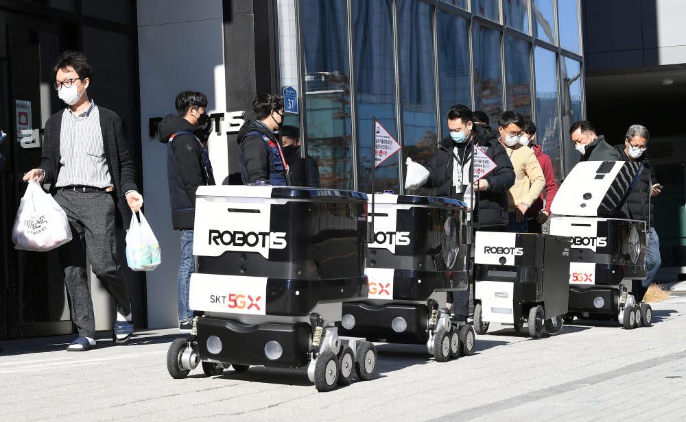 점심식사는 로봇이 갖다 드립니다