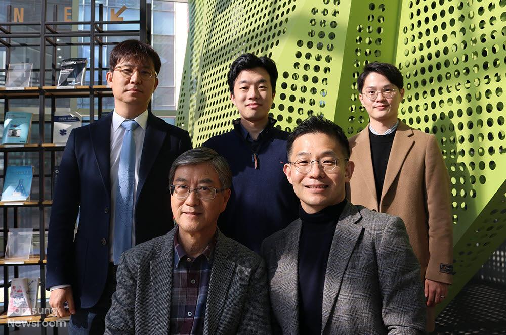 남기태 서울대 교수(앞줄 오른쪽)와 이윤식 교수(앞줄 왼쪽), 권장연 연세대 교수(뒷줄 맨 왼쪽)와 연구팀.