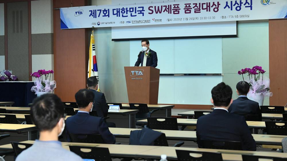최영해 한국정보통신기술협회장이 인사말을 하고 있다.