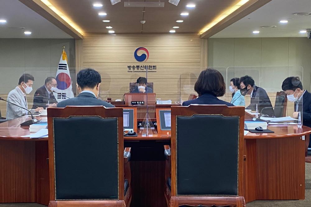 방송통신위원회 전체회의 모습. 전자신문DB