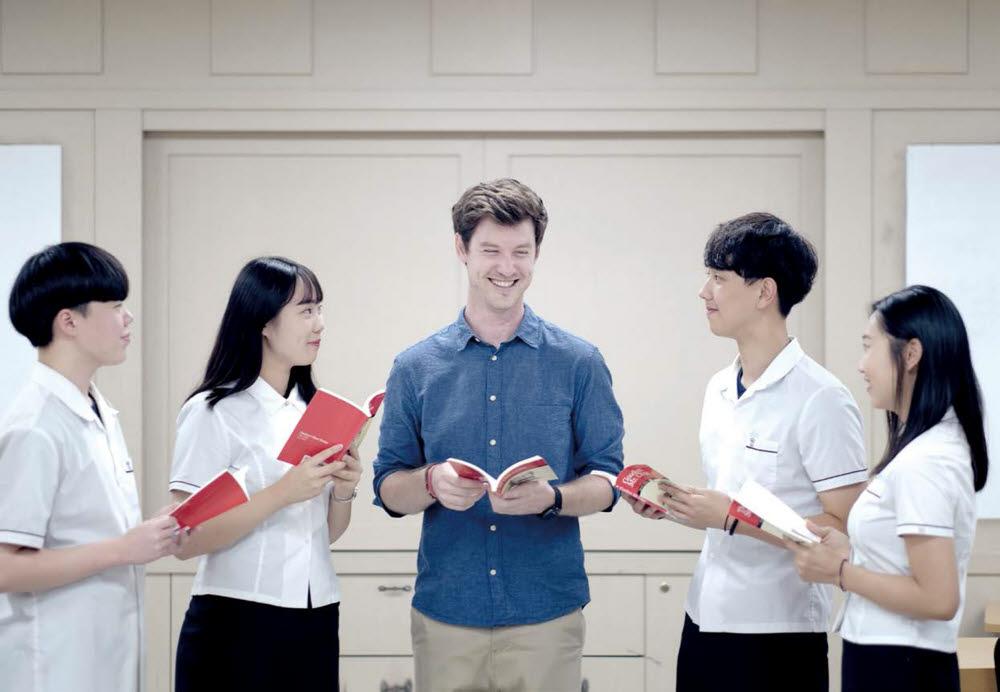 관광외국어과 학생들