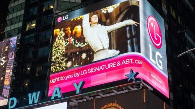 美 뉴욕 맨해튼 LG전자 전광판, '호두까기 인형' 상영