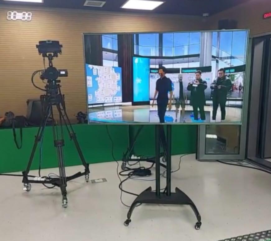 VR 콘텐츠·교육 전문업체 디캐릭은 광주 광산문화예술회관과 계약을 맺고 이달부터 내년 2월까지 온라인 뮤지컬 교육에 VR 플랫폼과 프로그램, 콘텐츠를 제공한다.