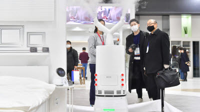 'LG 클로이 살균봇' 미국 간다