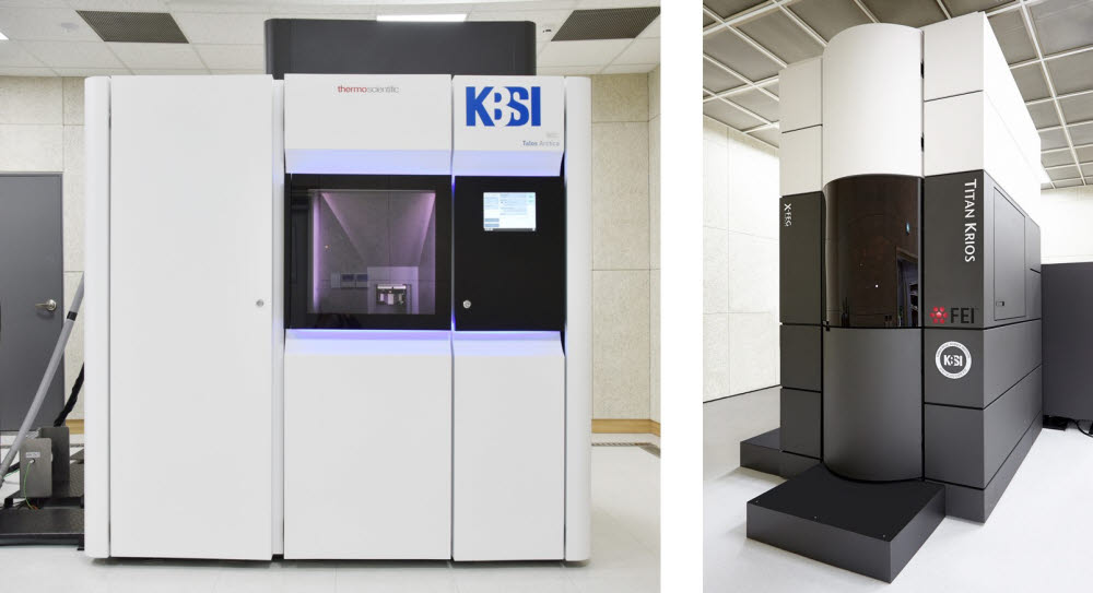 KBSI 초저온 투과전자현미경 시스템(Cryo-EM system) 모습. 에너지여과 초저온투과전자현미경(왼쪽)과 고분해능 바이오 투과전자현미경(오른쪽)