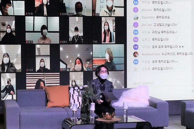 이인숙 부산정보산업진흥원장이 온라인 시무식에서 새해 진흥원 사업 방향으로 디지털 이니셔티브를 제시했다.