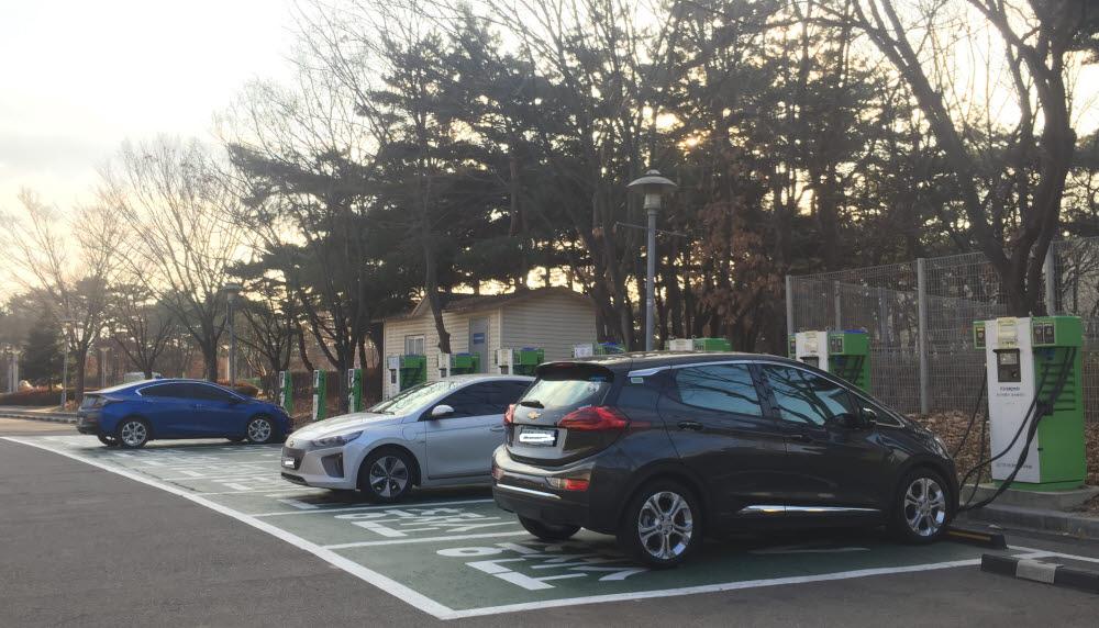 서울 상암동 상암월드컵경기장 내 한국전력이 자체 예산을 투입해 운영 중인 전기차 충전소.