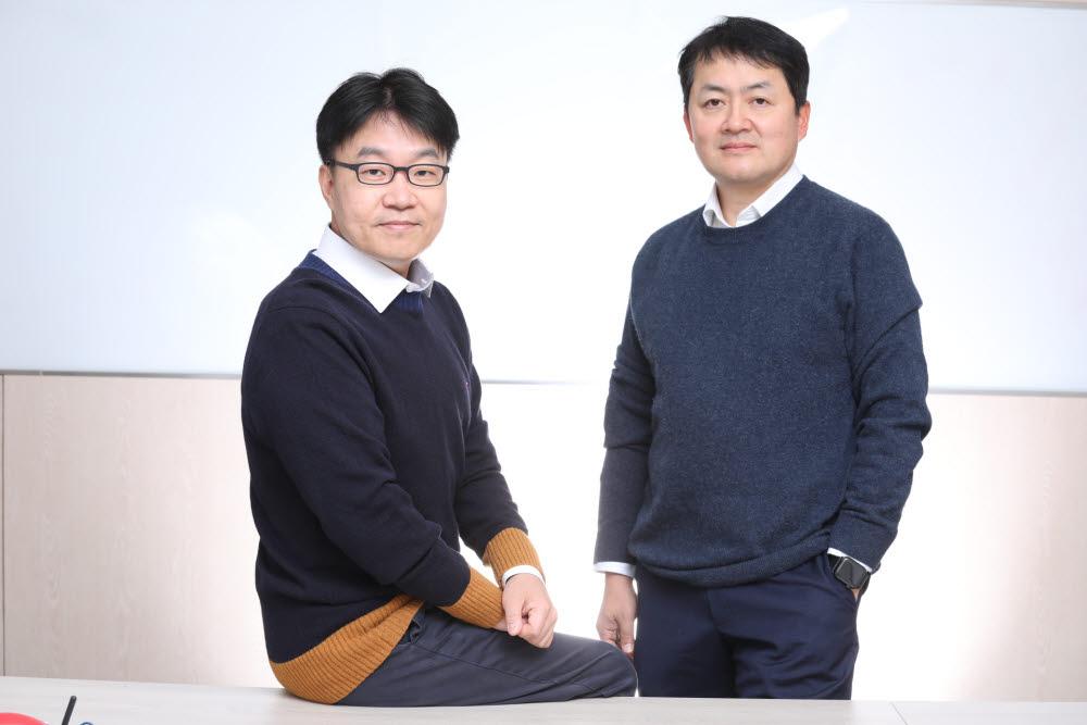 왼쪽부터 지놈앤컴퍼니 박한수 대표(GIST 교수)와 배지수 대표.