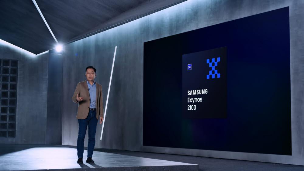 강인엽 삼성전자 시스템LSI사업부장이 엑시노스 2100을 소개하고 있다. <사진=삼성전자>