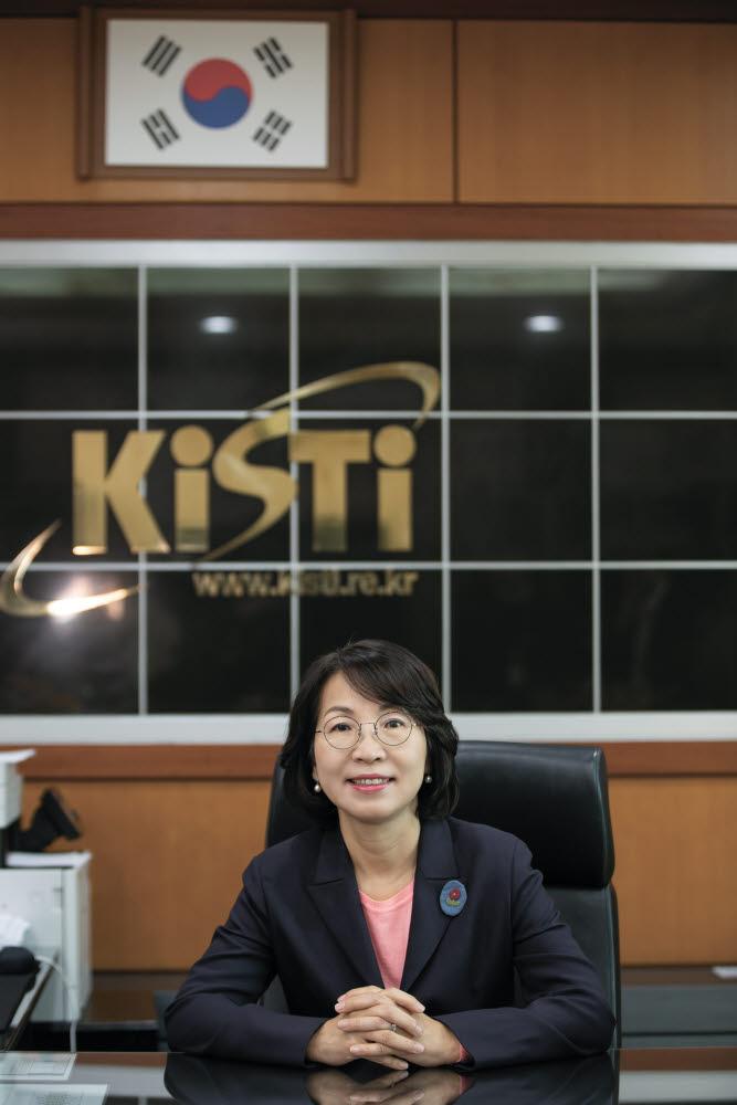최희윤 한국과학기술정보연구원(KISTI) 원장은 지난 3년 동안 데이터의 중요성을 강조해 왔다. 그는 데이터가 KISTI를 세계 최고 과학기술 정보분야 대표기관으로 거듭나게 하는 기반이 될 것이라고 말했다.