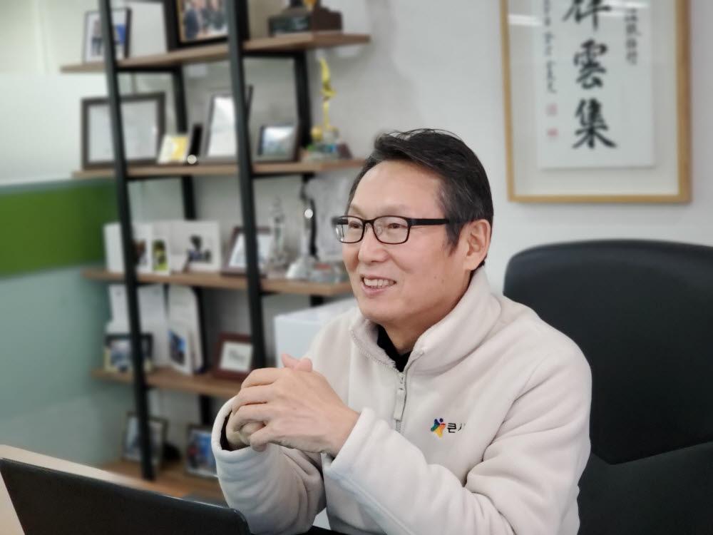 김병노 큰사람 대표.