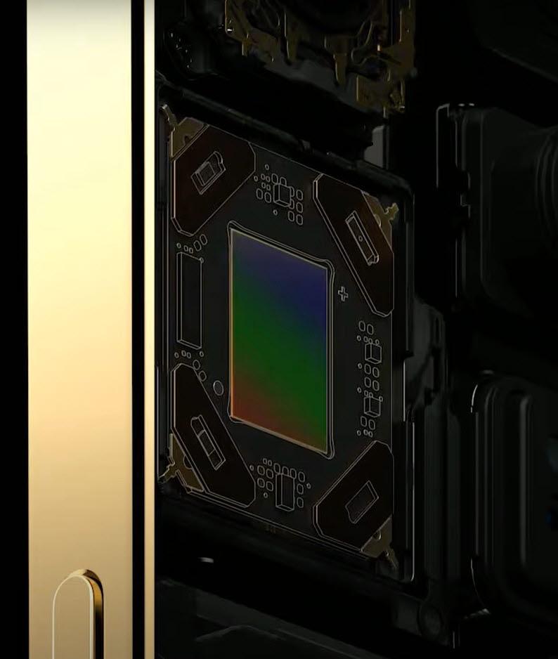 아이폰12프로맥스 후면 카메라에 적용된 센서 시프트 구조<자료=애플>