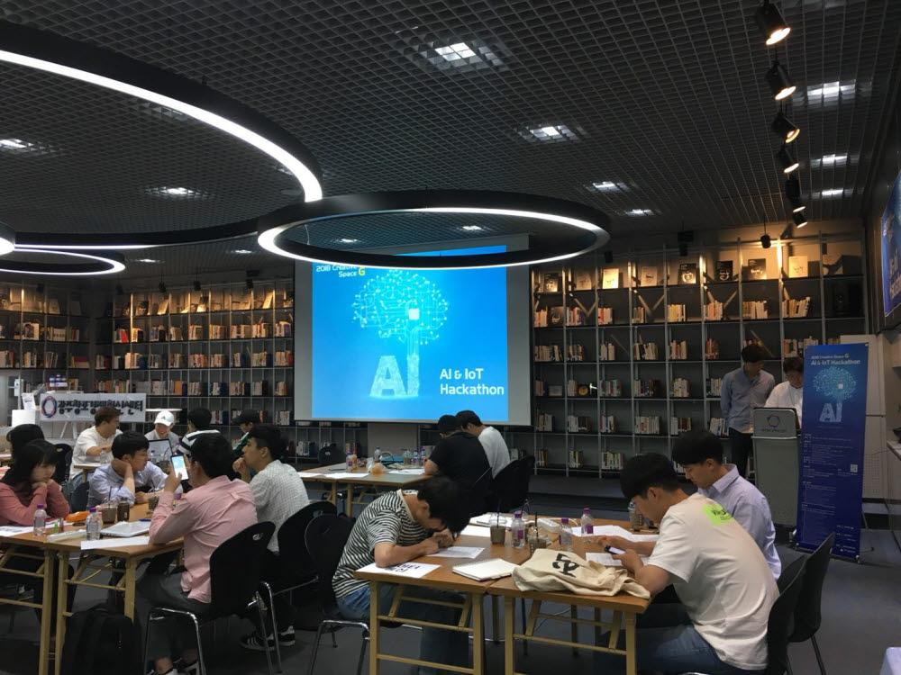 GIST가 지난해 개최한 AI & IoT 해커톤 대회 사전 설명회.