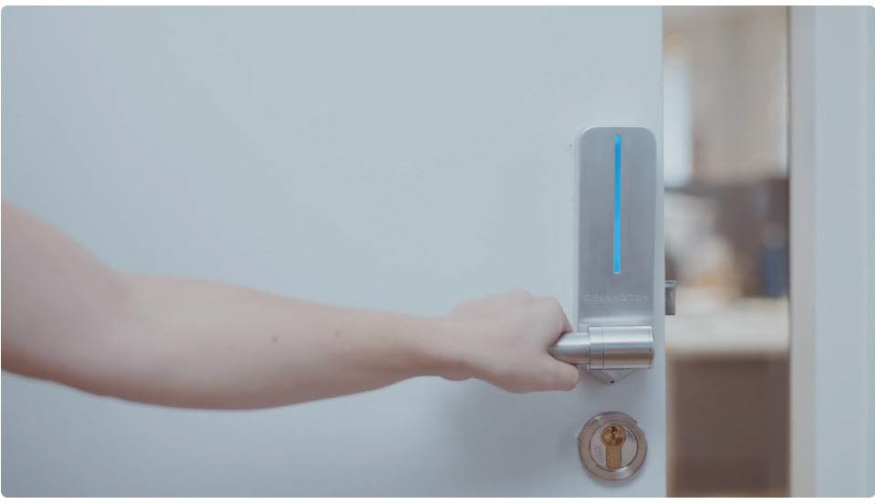 CES 2021 온라인 전시관에서 클린모션의 살균 손잡이 시연 장면(자료:CES 홈페이지)