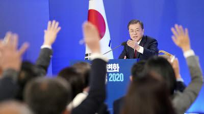 문 대통령, 18일 '언택트' 신년기자회견...국정운영·정국이슈 해법 주목