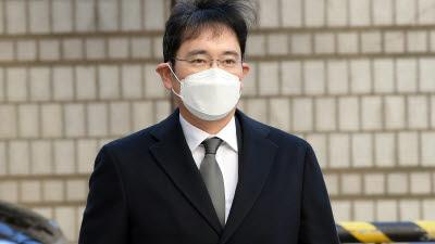 이재용 부회장 징역 2년 6개월 실형 선고..법정구속